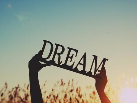 Đừng bao giờ từ bỏ ước mơ, dù chúng ta trẻ, hay đã già