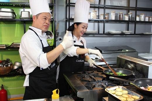Ốc Thanh Vân tập trung chuyên môn trong nhà bếp - Tin sao Viet - Tin tuc sao Viet - Scandal sao Viet - Tin tuc cua Sao - Tin cua Sao