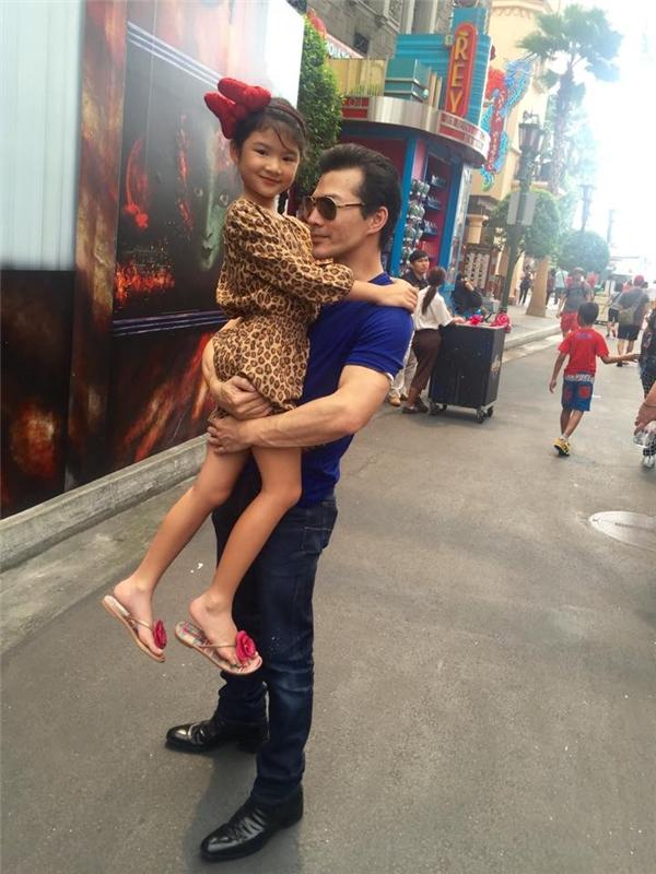 Dù bận rộn nhưng nam diễn viên vẫn luôn dành nhiều thời gian cho con gái. - Tin sao Viet - Tin tuc sao Viet - Scandal sao Viet - Tin tuc cua Sao - Tin cua Sao