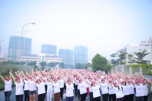 Đông Nhi khuấy động 1.000 cô gái nhảy flashmob chào 20.10 - Tin sao Viet - Tin tuc sao Viet - Scandal sao Viet - Tin tuc cua Sao - Tin cua Sao