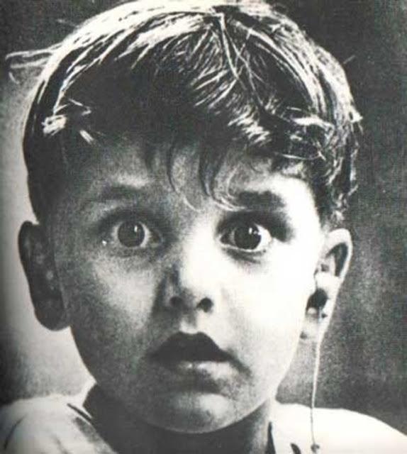 Đôi mắt bừng tỉnh- Harold Whittles bẩm sinh đã bị điếc, và đây là khoảnh khắc khi em lần đầu tiên được nghe thấy âm thanh cuộc sống từ thiết bị trợ thính.