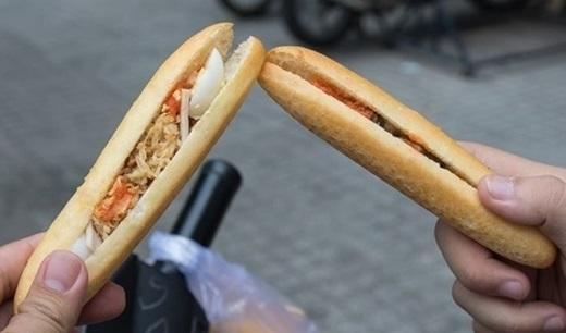 Chỉ với 4.000 đồng cho một ổ bánh mì tí hon, chắc chắn bạn sẽ ăn mãi không thấy ngán.(Nguồn: Internet)