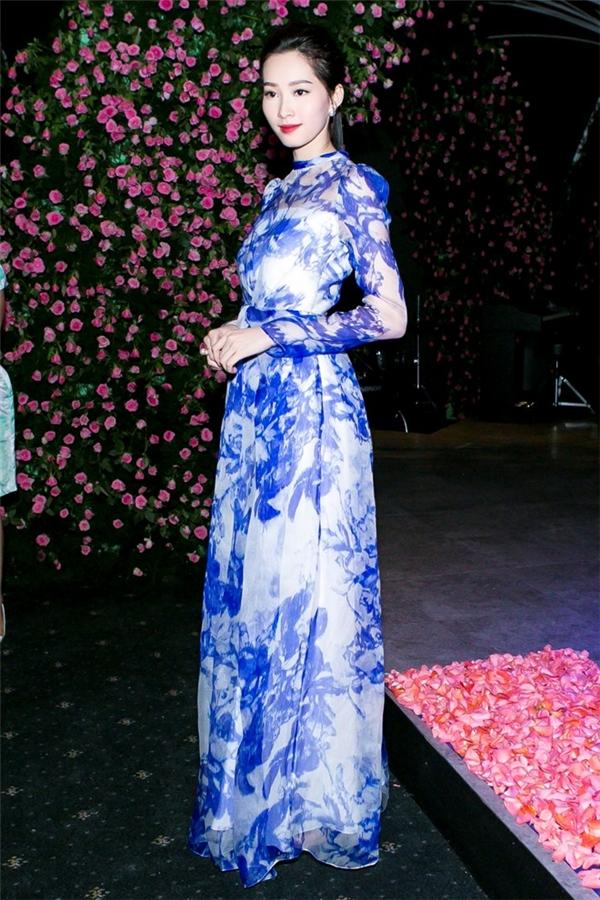 11 bộ cánh lộng lẫy nhất trên thảm đỏ Vietnam Internaional Fashion Week 2015