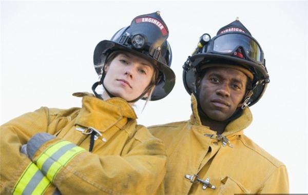 Có bạn nữ nào dám thử sức ở nghề lính cứu hỏa không? (Nguồn: Internet)