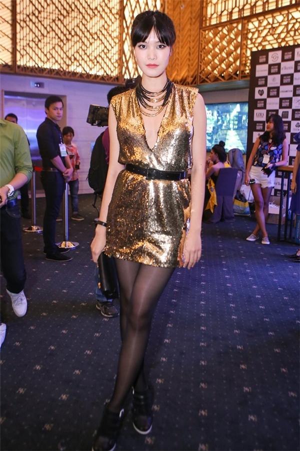 Hoa hậu Thùy Dung trở nên khác lạ với vẻ ngoài cá tính, mạnh mẽ. Tuy nhiên, sự thay đổi này không mấy phù hợp với vẻ ngoài điệu đà, nhẹ nhàng, e ấp của Hoa hậu Việt Nam 2008.