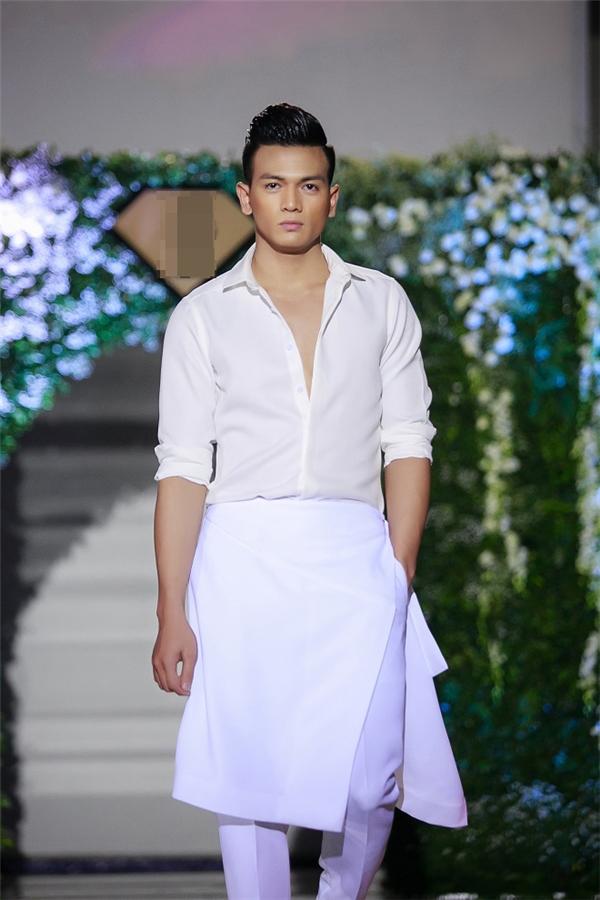 Lê Xuân Tiền -chàng thơ mới của Đỗ Mạnh Cường-người mẫu nam duy nhất được chọn trình diễn cho sự kiện này.