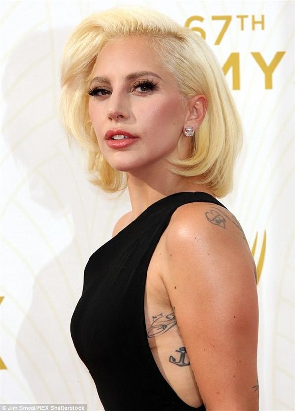"""""""Quái vật chúa"""" Lady Gaga luôn nỗ lực đứng về phái yếu bằng cách đưa những hành động bảo vệ nữ quyền vào âm nhạc của mình."""