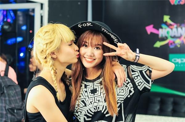 Cô nàng MLee cũng khá thân thiết với Hari Won - một thí sinh trong chương trình Hoán đổi. - Tin sao Viet - Tin tuc sao Viet - Scandal sao Viet - Tin tuc cua Sao - Tin cua Sao