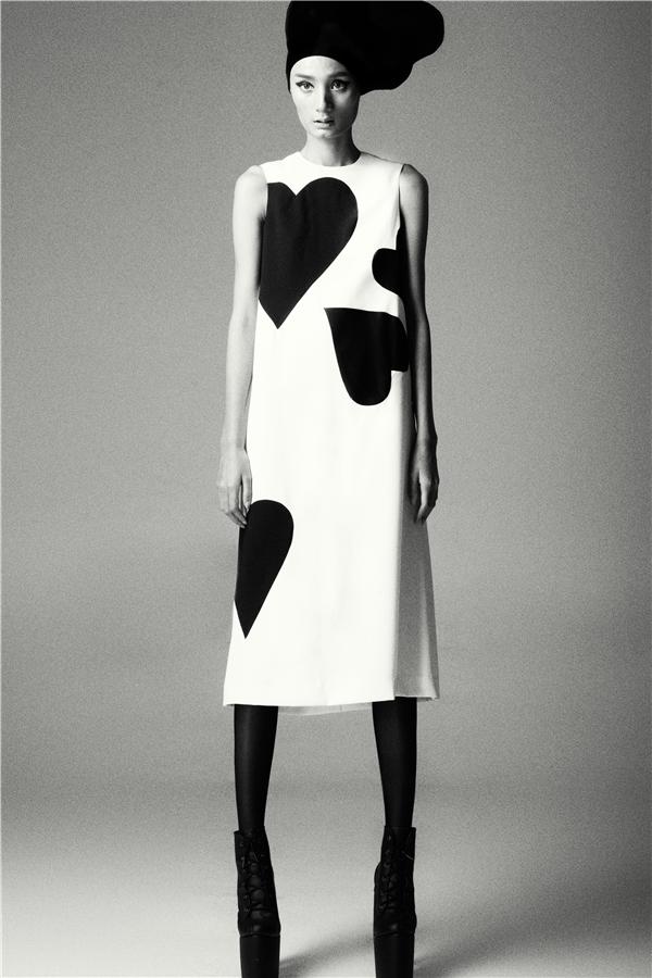 Lê Thúy là người mẫu đầu tiên được chọn thể hiện tinh thần các thiết kế mới nhất của Đỗ Mạnh Cường.