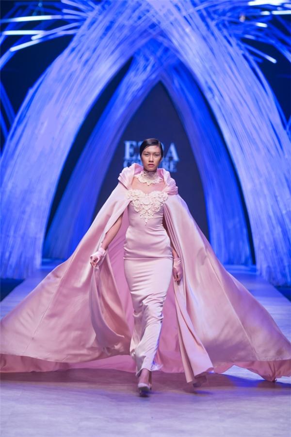 10 người mẫu thành công nhất tại Vietnam International Fashion Week 2015