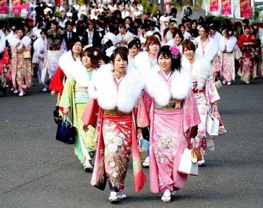 Ngày 3/3 hàng năm, mọi gia đình ở Nhật đều tổ chức ngày hội của thiếu nữ dưới ánh sắc xuân hoa đào. Vì vậy,ngày nay, lễ nàycòn có tên gọi khác Ngày Tết hoa đào.(Nguồn: Internet)