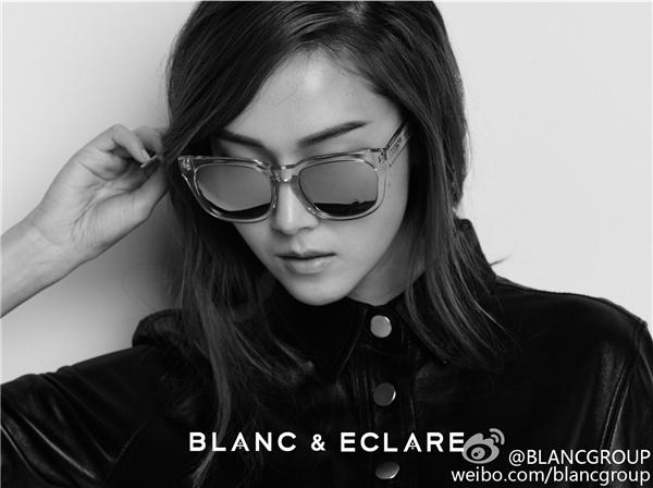 Ngoài mắt kính, Jessica còn kinh doanh khăn choàng, quần jeans,...