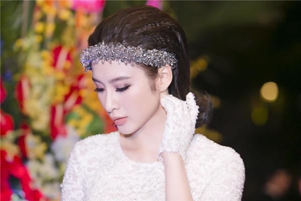Những kiểu trang điểm vạn người mê của Angela Phương Trinh