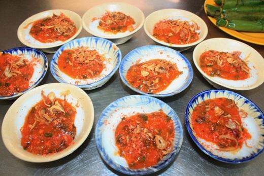 """Có hình thức giống bánh bèo chén xứ Huế nhưng bánh bèo tôm chấy Quảng Ngãi có vẻ """"đẫy đà"""" do được đổ dày hơn.(Nguồn: Internet)"""