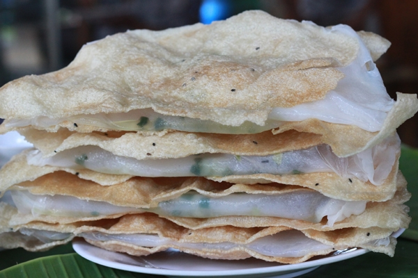 Bánh tráng đập - món ăn vặt lí tưởng cho một chiều trở gió.(Nguồn: Internet)