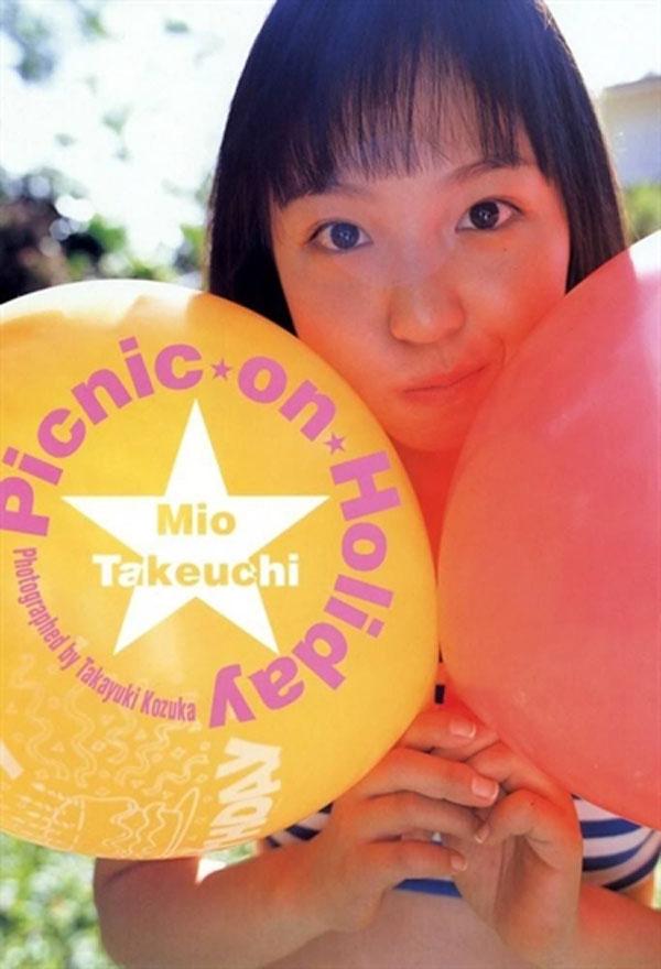 Cũng như nhiều diễn viên nữ ở Nhật, xuất phát điểm của Mio vốn là người mẫu ảnh.
