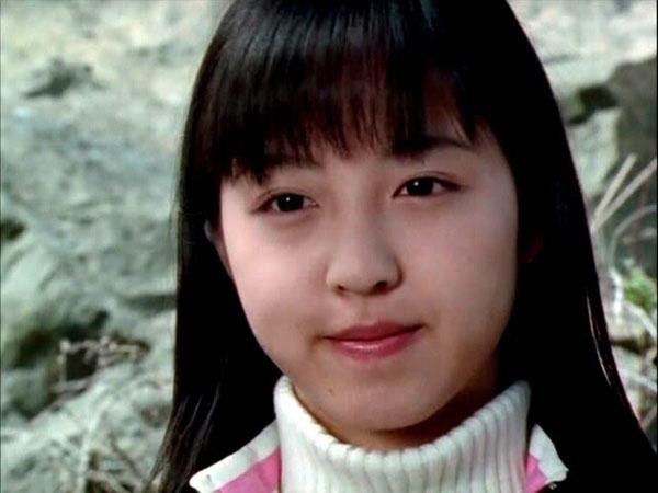 """Khuôn mặt tròn bầu bĩnh này một thời từng khiến các fan """"nhí"""" mê mệt.Hiện tại Mio chỉ chú tâm vào sự nghiệp ca hát của mình"""