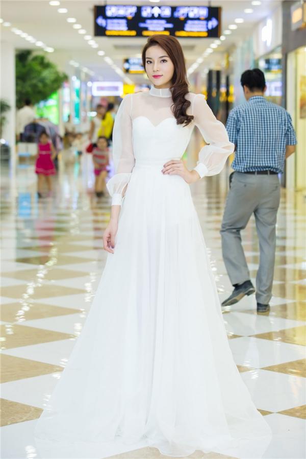 Kỳ Duyên xuất hiện nổi bật trong bộ đầm trắng của nhà thiết kế Huy Trần. - Tin sao Viet - Tin tuc sao Viet - Scandal sao Viet - Tin tuc cua Sao - Tin cua Sao