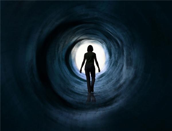 """Đa số thuật lại rằng họ nhìn thấy """"ánh sáng cuối đường hầm""""... (Ảnh: Internet)"""