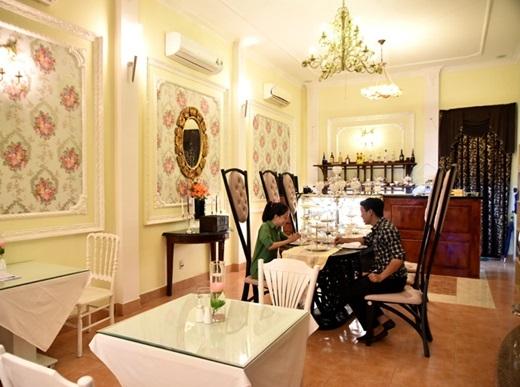 PNP Teahouse được thiết kế theo phong cách Tây cổ điển, sang trọng, lại còn ghi điểm với khách ở khâu chọn trà: kháchđược ngửi mùi trà để chọn loạimình yêu thích nhất.(Nguồn: Internet)
