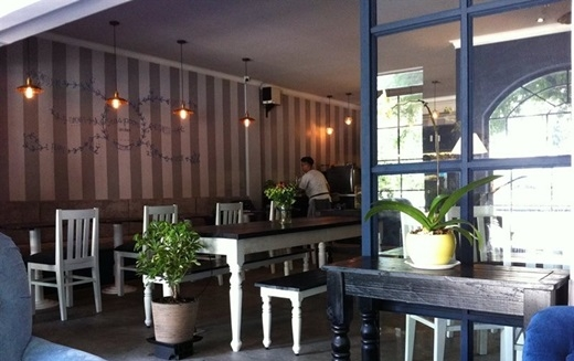 Không phải đi đâu xa, trên con đường Lý Tự Trọng sầm uất quen thuộc là Teaspoon - một quán cà phê rất được lòng giới trẻ Sài Gòn và phần đông du khách nước ngoài.(Nguồn: Internet)