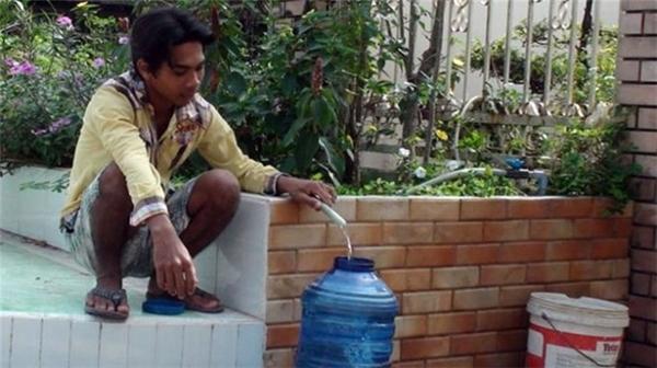 Mọi người nên có phương ándự trữ nước hợp lí vào thời gian trên. Ảnh: Internet (MH)