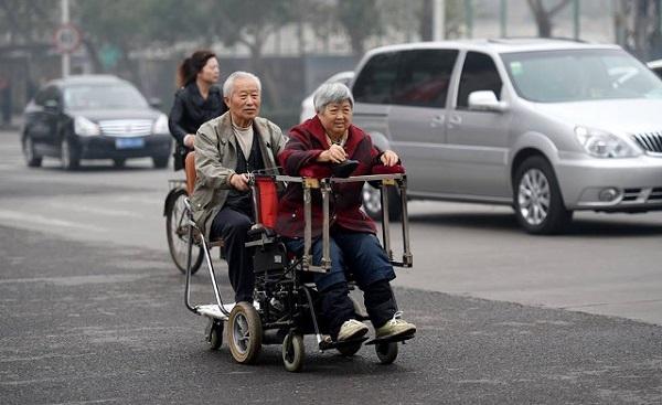 Đôi vợ chồng già hạnh phúc bên nhau. (Ảnh: Internet)