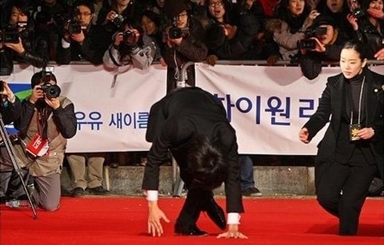 """Những cú """"vồ ếch"""" nhớ đời của sao Hàn"""