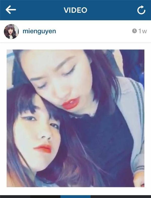 Ngỡ ngàng với loạt hình Mie Nguyễn thân thiết với gái lạ