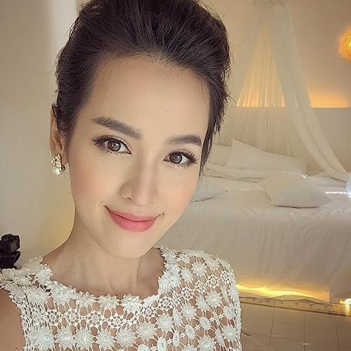 Trong trang phục áo cưới của nhà thiết kế nổi tiếng, Tú Vi như một nàng công chúa xinh đẹp bước ra từ cổ tích. - Tin sao Viet - Tin tuc sao Viet - Scandal sao Viet - Tin tuc cua Sao - Tin cua Sao