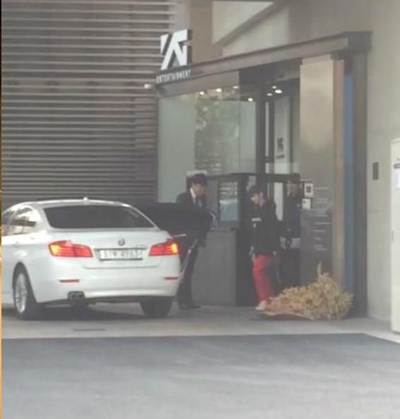 Park Bom xuất hiện, fan nhấp nhổm chờ 2NE1 trở lại