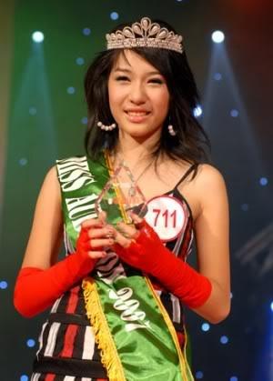 Trong đêm chung kết Miss Audition 2007, Emily xuất sắc giành ngôi vị cao nhất. Tiết mục song ca cakhúc La la la cùng Young Uno đã thực sự khuấy động khán giả ở nhà thi đấu Trịnh Hoài Đức, Hà Nội. - Tin sao Viet - Tin tuc sao Viet - Scandal sao Viet - Tin tuc cua Sao - Tin cua Sao