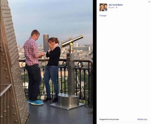 """Cặp vợ chồng này khiến những người xung quanh ghen tị khi cầu hôn trên tháp Eiffel cách đây ít lâu. Nhiếp ảnh gia người Mỹ Jen Hurd Bohnđã không bỏ lỡ và ghi lại hình ảnh nhưng không biết danh tính của họ. Ngay sau khiđăng tảilên Facebook, một cuộc """"truy lùng"""" cặp đôi này diễn ra. Nhưng cho đến nay, dù hình ảnh được các phương tiện truyền thông chia sẻ nhưng thông tin thu thập được vẫn là con số 0. (Ảnh: Internet)"""