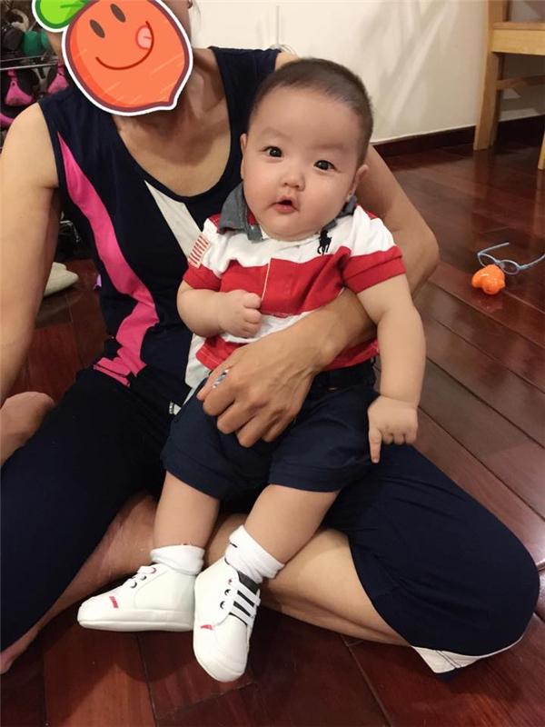 Alex Chí An được sinh bằng phương pháp sinh mổ. Hiện tại bé nặng 7,2 kg và cao 65 cm. - Tin sao Viet - Tin tuc sao Viet - Scandal sao Viet - Tin tuc cua Sao - Tin cua Sao