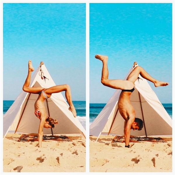 Loạt ảnh mặc bikini, tạo dáng giống nhau của cặp đôi thu hút sự chú ý của cộng đồng mạng.