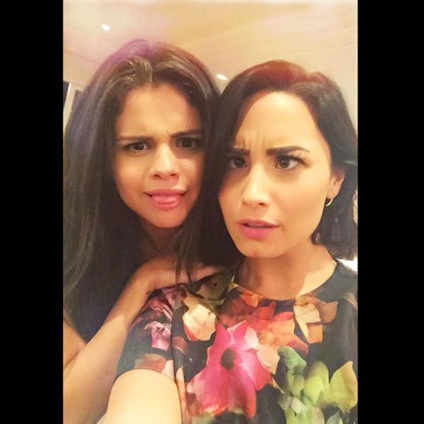"""Giọng ca Same Old Love cũng chia sẻ thêm rằng tình bạn của mình với Demi Lovato vẫn rất ổn và Taylor Swift không hề là """"kì đà cản mũi"""" trong mối quan hệ của Delena (tên gọi của Demi và Selena)."""