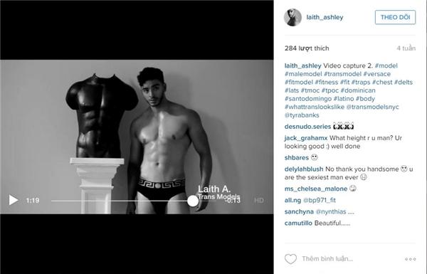 """Trước đó, Laith Ashley từng tham gia vào TVC quảng cáo trực tuyếncủa thương hiệu Versace cũng với dòng sản phẩm trang phục lót hay chiến dịch """"Brothers, Sisters, Sons and Daughters"""" đình đám."""