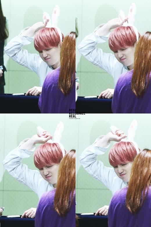 Sở hữu mái tóc màu hồng, Suga (BTS) trở nên đáng yêu hơn rất nhiều.