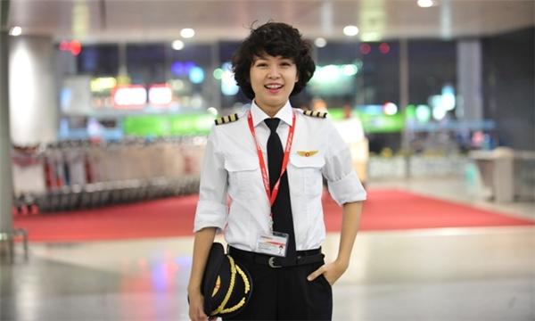 Phương Anhxinh đẹp, trẻ trung trong trang phụcphi công. (Ảnh: Internet)