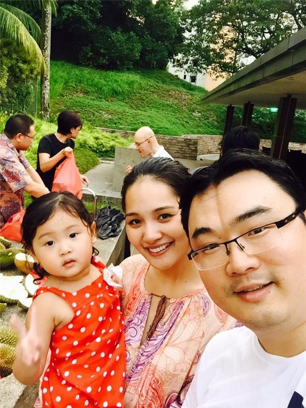 Hoa hậu Hương Giang kỉ niệm 5 năm ngày cưới dưới lòng thủy cung - Tin sao Viet - Tin tuc sao Viet - Scandal sao Viet - Tin tuc cua Sao - Tin cua Sao