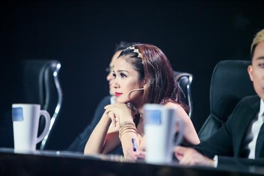 Bên cạnh đó, Việt Trinh cũng rất xúc động và dành nhiều lời khen cho Sam. - Tin sao Viet - Tin tuc sao Viet - Scandal sao Viet - Tin tuc cua Sao - Tin cua Sao