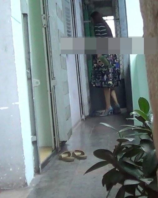 Phạm Hương hiện đang sống tại một căn hộ nhỏ trong một khu chung cư cũ. Có thể không long lanh hay sang trọng, thế nhưng đây vẫn là một chốn bình yên cho cô trở về sau những ngày làm việc mệt mỏi. - Tin sao Viet - Tin tuc sao Viet - Scandal sao Viet - Tin tuc cua Sao - Tin cua Sao