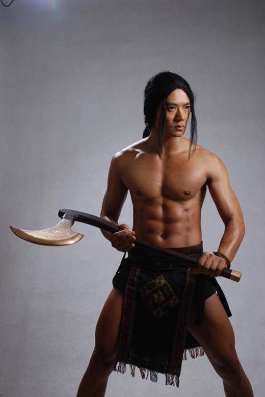 Hiếu Nguyễn trong vai Thạch Sanh, cũng là vai diễn đầu tiên trong sự nghiệp. - Tin sao Viet - Tin tuc sao Viet - Scandal sao Viet - Tin tuc cua Sao - Tin cua Sao