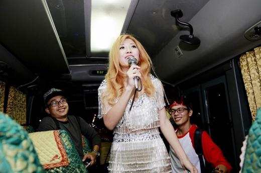 Hiện tại cô đang thực hiện quay phần tiếp theo của MV Đêm và tham gia vào chương trình Hoán đổi. - Tin sao Viet - Tin tuc sao Viet - Scandal sao Viet - Tin tuc cua Sao - Tin cua Sao