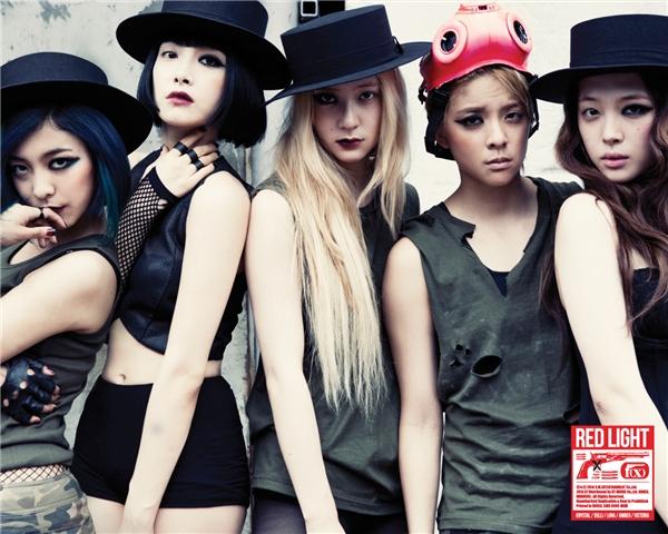 """f(x) để lại ấn tượng sâu sắc nhờ phong cách mạnh mẽ, một """"sản phẩm"""" mới toanh từ trước đến nay của nhà SM. Đến nay, 4 cô gái vẫn giữ được nét độc đáo trong âm nhạc lẫn hình tượng cá tính chiếm được tình cảm của đông đảo các fan."""