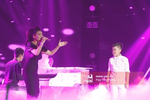 Ngay sau phần đơn ca của 3 thí sinh, Tiến Quang trở lại sân khấu vớiThu Minh, cùng hòa giọng ca khúc Ước Mơ. - Tin sao Viet - Tin tuc sao Viet - Scandal sao Viet - Tin tuc cua Sao - Tin cua Sao