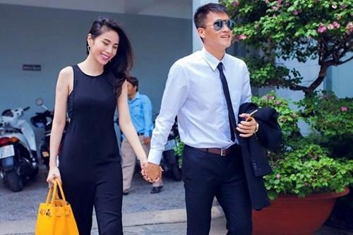 Công Vinh – Thủy Tiên và những cái nắm tay bền chặt cùng năm tháng - Tin sao Viet - Tin tuc sao Viet - Scandal sao Viet - Tin tuc cua Sao - Tin cua Sao