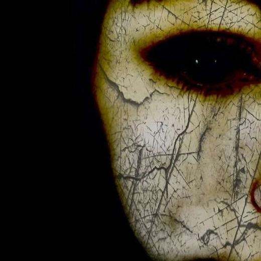 Hãy nhìn sâu vào mắt, bạn sẽ thấy có-điều-gì-đó-kì-lạ. (Ảnh: Internet)