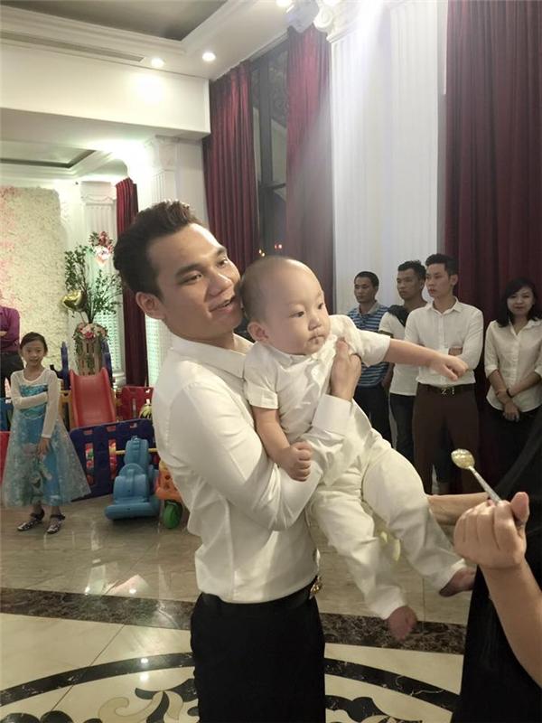 Cận cảnh tiệc sinh nhật hoành tráng Tuấn Hưng dành cho con trai - Tin sao Viet - Tin tuc sao Viet - Scandal sao Viet - Tin tuc cua Sao - Tin cua Sao