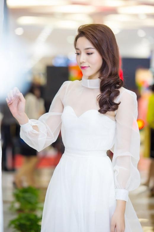 Thời gian gần đây, gu thời trang của Hoa hậu Việt Nam 2014 - Kỳ Duyên đã có sự thay đổi rõ rệt theo hướng tích cực hơn.
